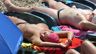 close-up topless beach voyeur milfs