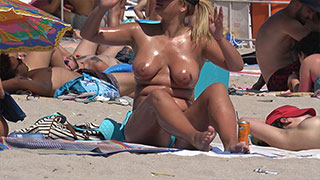 gorgeouse topless beach sexy tits milf