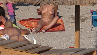 sexy nudist babe close-up pussy
